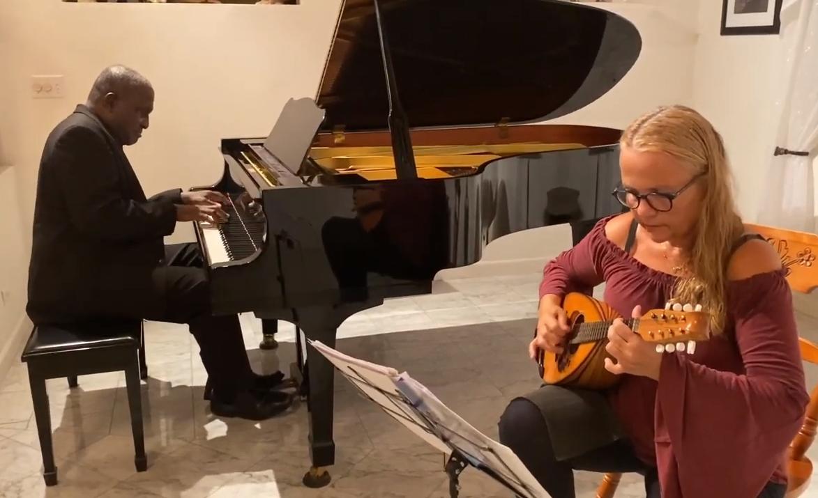 Vivi Gkeka - Mandoline Dr. George Roberts Piano